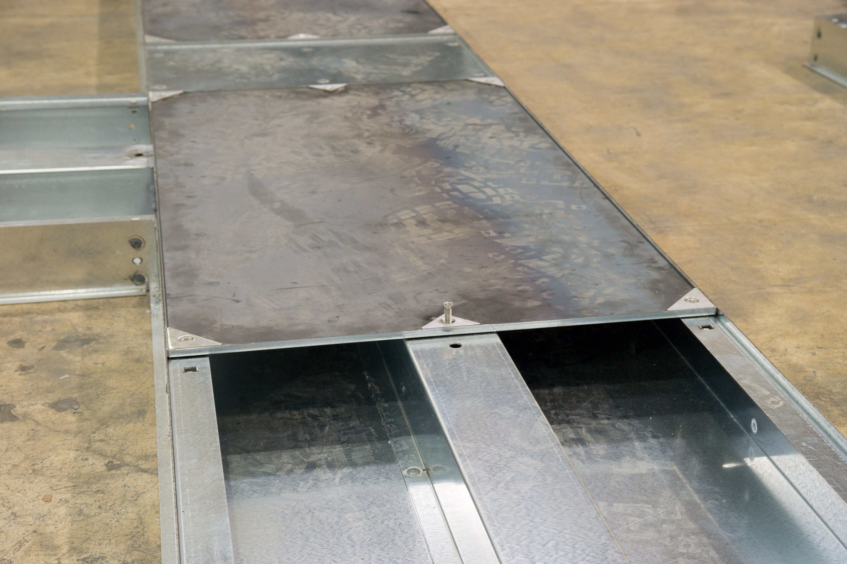 Heavy duty Trunking with flat lid